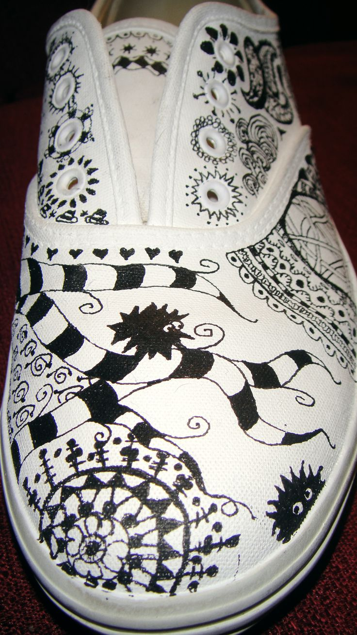 Now see I have some white sneaks for this very purpose...........however they are still white. I do wish they would get with it...  :\     Zentangle shoes