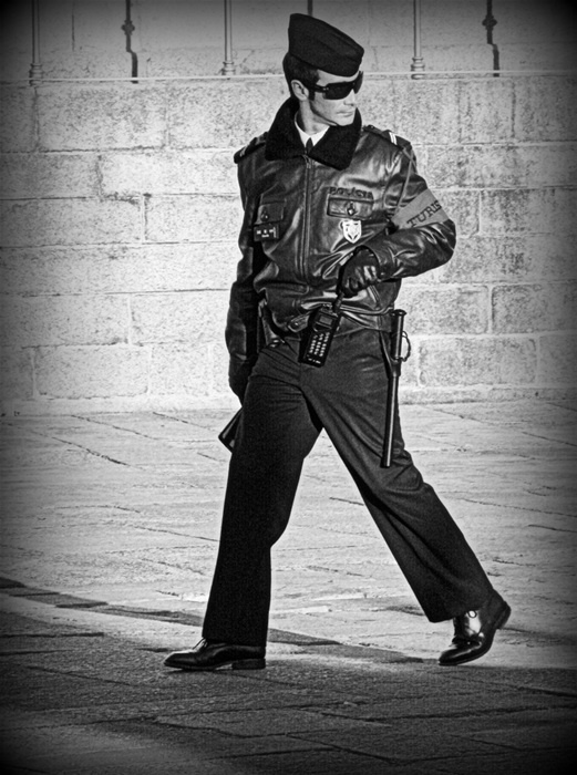 A very fashion portuguese police!... This shot is dedicated to the portuguese police, always gently, always ready to help to the tourists...
