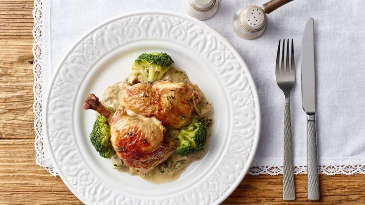 Podívejte se, jak si můžete připravit chutné kuře se žampiónovou omáčkou podle Romana Pauluse. Recept najdete na stránkách Kuchyně Lidlu!