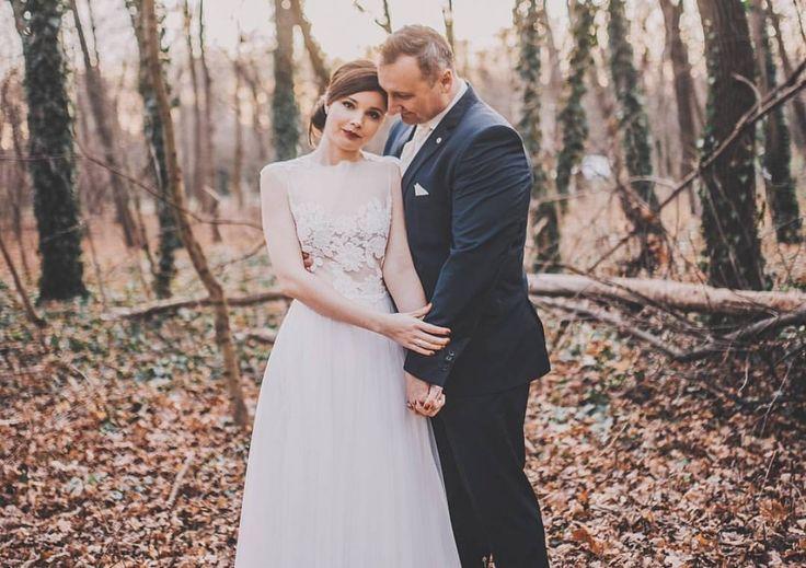 Vörös rúzs, fehér ruha - egy meghitt téli esküvő legszebb pillanatai