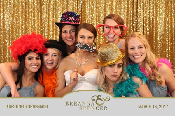 5 Wedding Entertainment Ideas That Your Guests Will Love | Book a TapSnap photo booth for your special day!