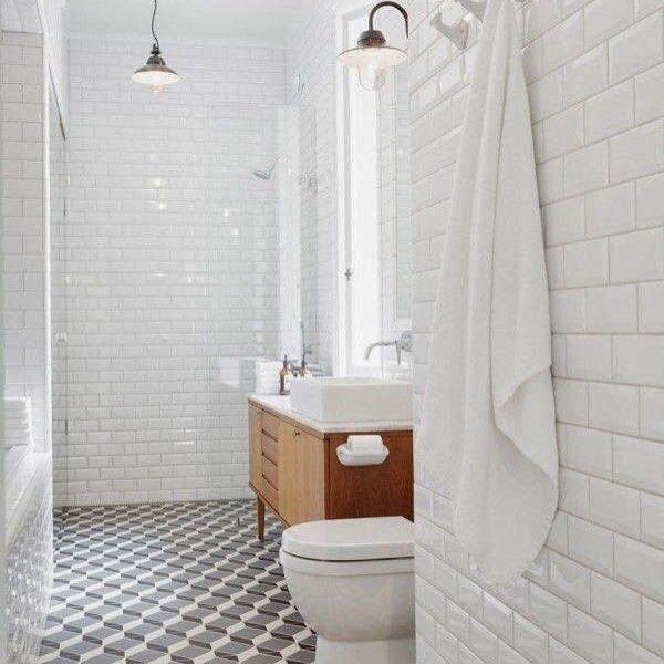 Olha esse banheiro ! Inspiração linda ! #reforma #decoracao #escandinavo #metrowhite #banheiro #love 😍😍😍😍