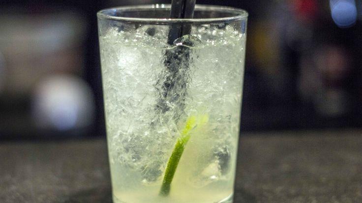 Caipiroska ricetta originale. Cocktail con vodka, lime e zucchero