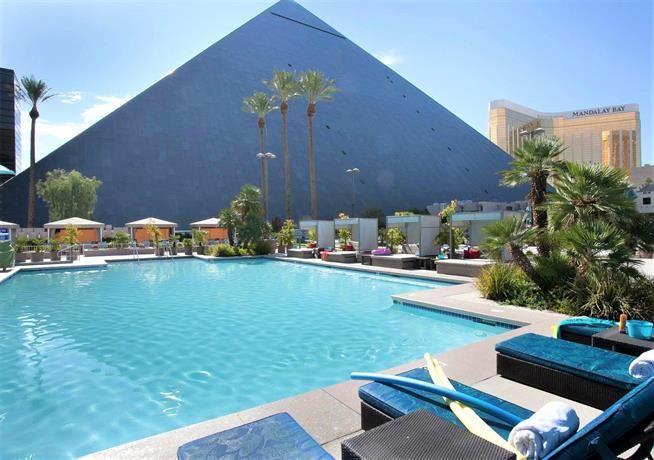 Luxor Las Vegas Las Vegas Pool Vegas Pools Best Hotels In Vegas