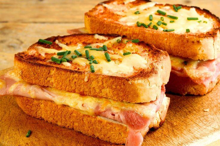 Croque Monsieur - un sandwich clasic franțuzesc extrem de gustos care câștigă tot mai multă popularitate în întreaga lume! Fă-l rapid, după rețeta de aici.