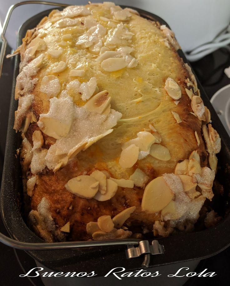 Tenia ganas de subir esta delicia. Un pan con sabor a roscón; amasado, levado y horneado en la panificadora. La receta no es mia, es de Cris...