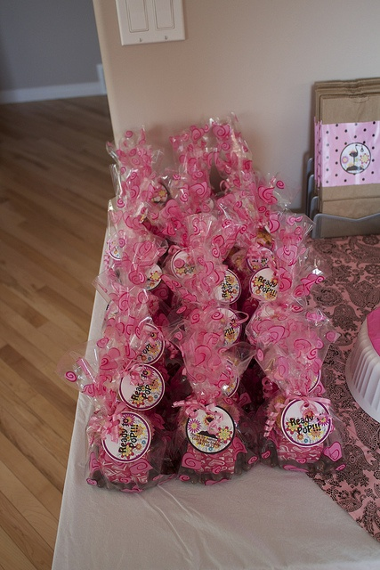 Girl baby shower favors pink and brown baby shower for Baby shower decoration ideas pinterest