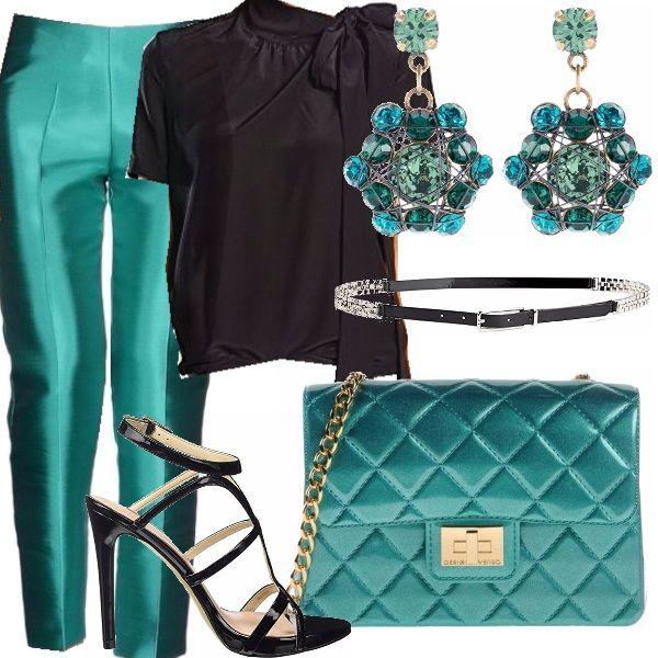 Un pantalone misto seta fresco e di un verde acqua brillante fa da base a tutto l'outfit, basato sull'accostamento dei toni del verde acqua e nero. La camicia è di seta, nera, elegantissima come la cinta e i sandali di vernice. Per completare l'abbinamento ho scelto una mini borsa a tracolla, di un meraviglioso verde acqua e gli orecchini super luminosi.