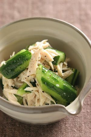 Japanese Side Dish Mushidori, Steamed Chicken with Cucumber (Sesame Oil, Grated Raw Garlic, S n P)|蒸し鶏とたたききゅうりのごま油和え