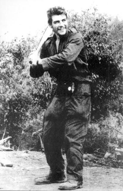 Foto del Che jugando al Beisbol en la Sierra Maestra