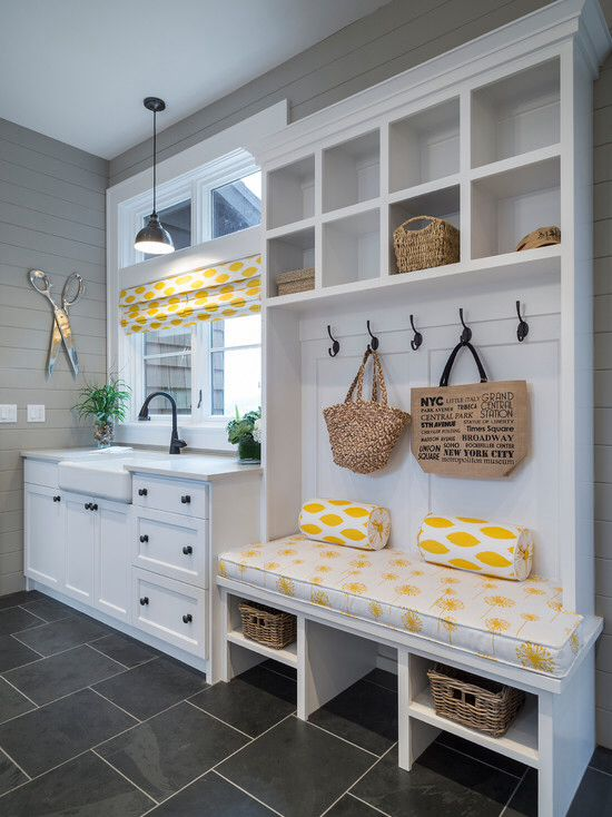 Laundry room tile color and walls