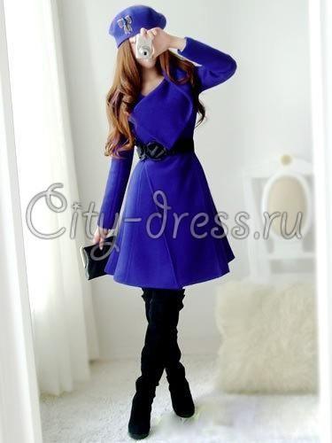 Синее пальто с пуговицами