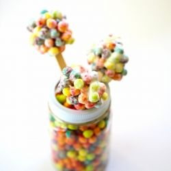 Boring White Rice Crispy Treats are so yesterday - take it to the next level with these colorful Trix Crispy Treats