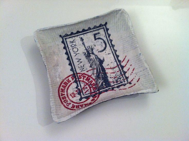 B9 - petite coupelle carrée en papier maché - Fait main - Décor Timbre new-york postmark 5c : Accessoires de maison par estampille-mu
