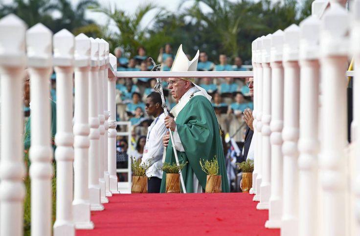 Multitudinaria misa en la Plaza de la Revolución de Cuba - Religión - abc.es