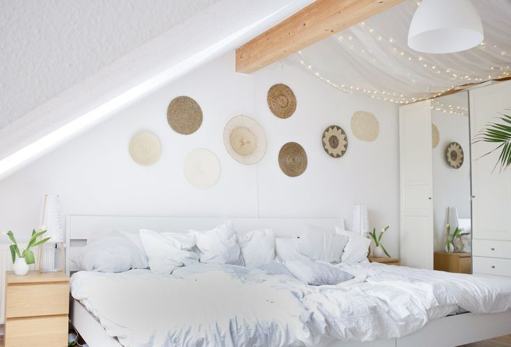 Skandinavisches Wohnen mit Boho-Ethno-Wandgestaltung im Schlafzimmer mit …   – Zimmereinrichtung