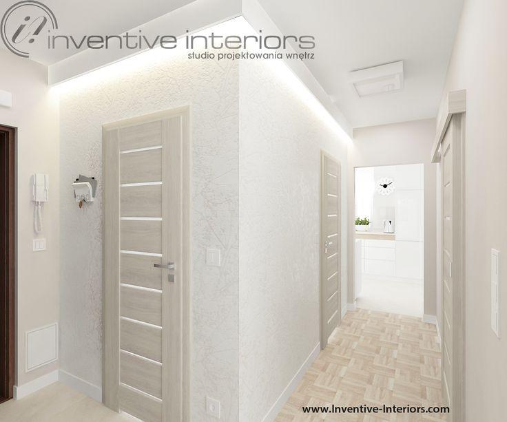 Projekt mieszkania Inventive Interiors - jasny subtelny korytarz - biała tapeta i jasne drewno