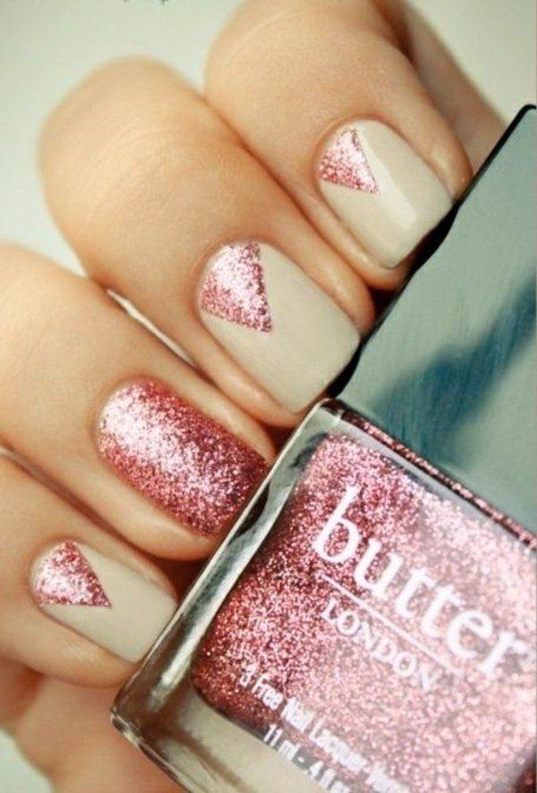 schlichtes nageldesign beige rosa glitter