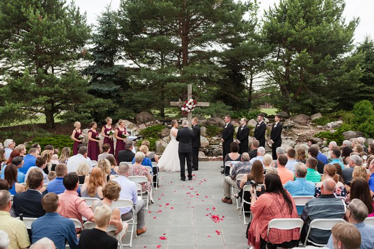 Outdoor wedding ceremony in Ames, Iowa at Gateway Hotel | Wedding venues and locations  (Heritage Photography)