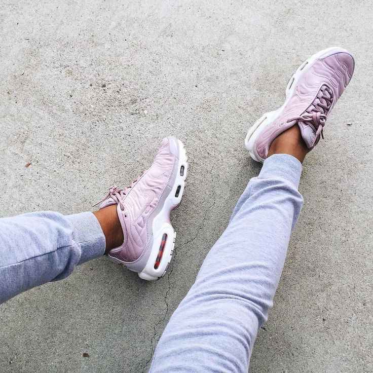 nike requin femme rose pale