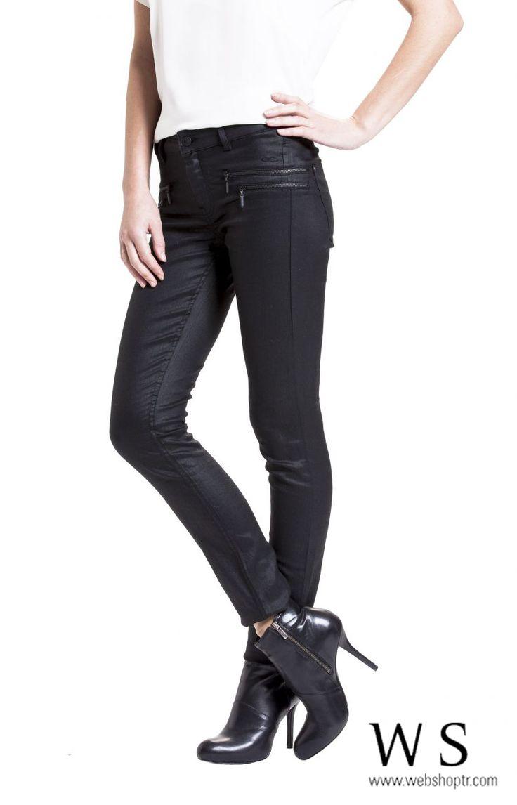 siyah slim fit dar paçalı pantolon  http://www.webshoptr.com/ONDE-FERMUAR-DETAYLI-DAR-PACA-PANTOLON,PR-8514.html