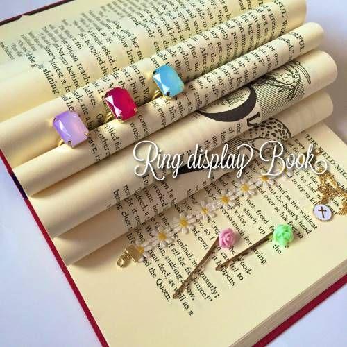 リングディスプレイブックとは? 海外のDIYで古本でつくる指輪ケースのこと。 このノートでは古本でつくるリングディスプレイブックの作り方や材料費を紹介します。必要な材料と道具 ◼︎材料(300円) 古本屋で買った洋書 ※表紙が見えないので特...