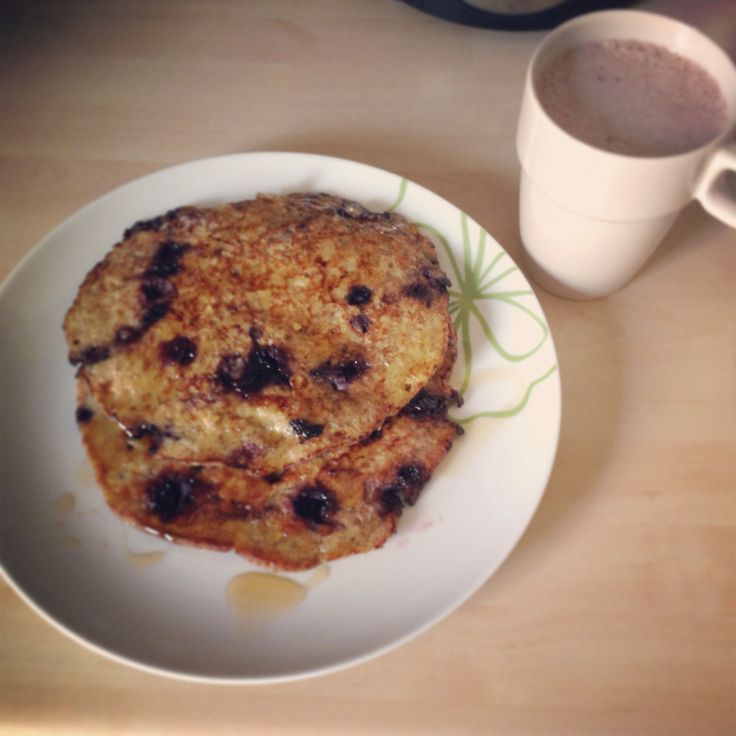 Glutein & dairy free pancakes with rawcoco drink, nam!