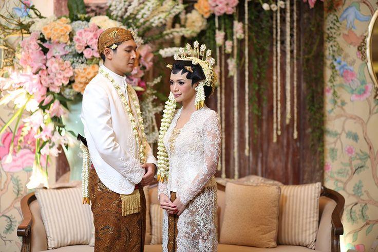 Pernikahan dengan Adat Minang dan Jawa ala Sasha dan Harris -