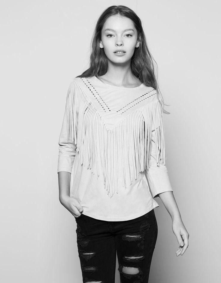 Maglietta maniche lunghe in ecocamoscio con treccia e frange. Scopri questo e molti altri capi su bershka.com con nuovi prodotti ogni settimana