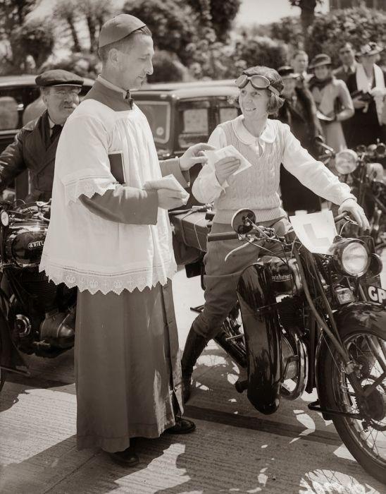 Retró fotók: ennyire menők voltak a motoros csajok régen - NLCafé