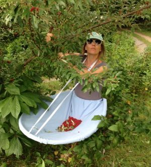 """Brief instructions for her """"berry apron,"""" that I'd like to make for veggie picking.:"""