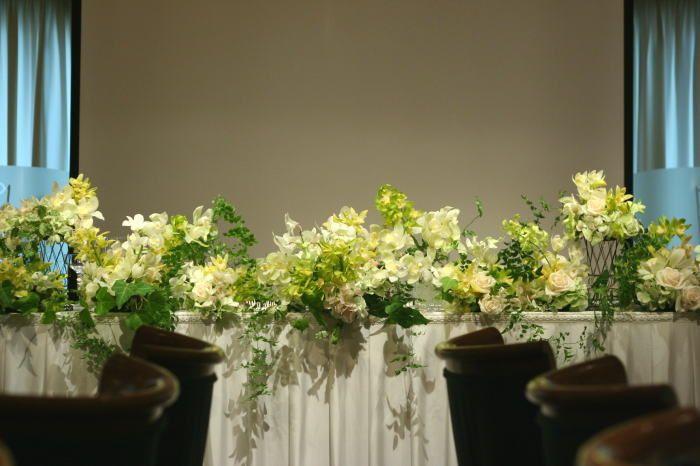 蘭 ウラク青山様の装花 メインテーブル