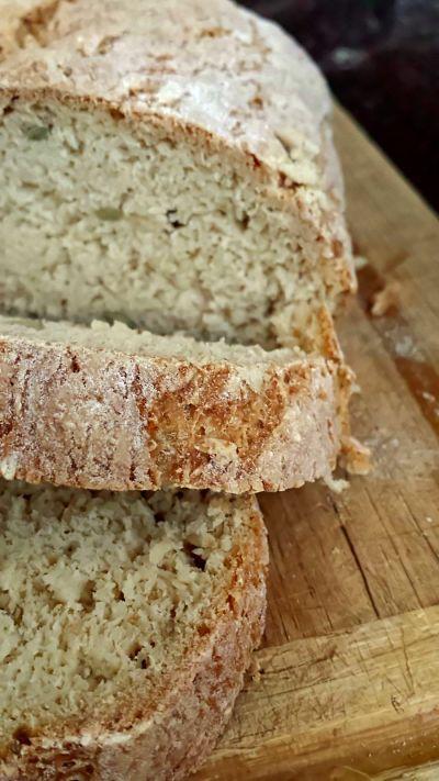 pain sans gluten sans fécule :  MA RECETTE - voir dans cahier rose mes modifications