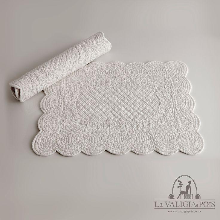 Coppia di tovagliette rettangolari in cotone 100%, bianche da entrambi i lati.