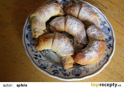 Bratislavské rohlíčky a ořechovou nádivkou