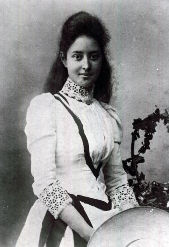 a biography of princess kaiulani of hawaii From the honolulu advertiser linnea's beautiful new biography of hawaii's last princess is a first-rate introduction to hawaiian historyroyal family politics are covered as well, including the jealousy directed toward the princess by her aunt, queen lili'uokalani, and unconfirmed rumors of ka'iulani's romance with her cousin, prince david kawananakoathe author's sources include newspaper .