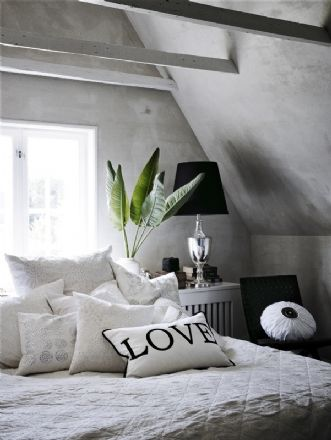 GREY WALLSWall Colors, Accent Pillows, Living Room Ideas, Grey Wall, Master Bedrooms, Little Spaces, Throw Pillows, Living Room Furniture, Gray Bedrooms