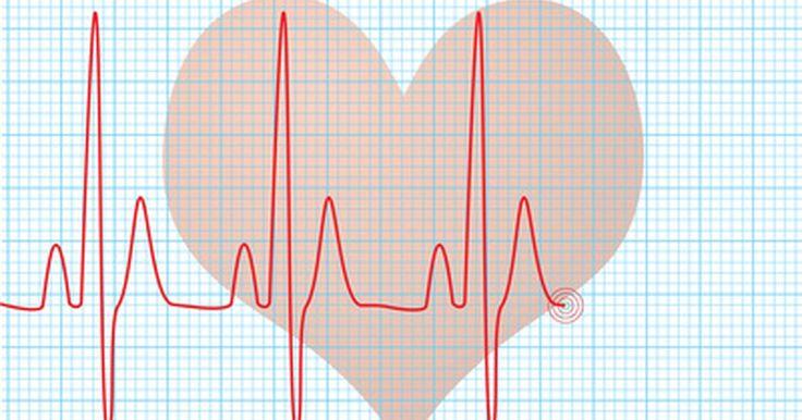 Quais são as causas de um coração dilatado?. Cardiomegalia - ou dilatação do coração - é sintoma de uma doença no coração. Segundo Mayo Clínic, o termo cardiomegalia se refere ao que o seu médico pode ver em um raio-x antes que um diagnóstico completo seja realizado sobre a causa exata da dilatação do coração. Há várias causas que podem ser atribuídas ao desenvolvimento dessa doença.