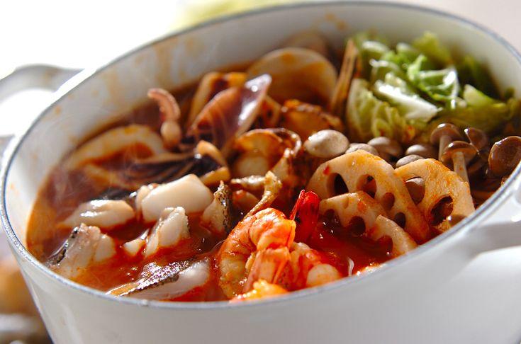 魚介のスープにハーブ風味トマトスープを加えてイタリアン風に。最後はトロトロチーズがおいしいニョッキを!海鮮鍋~トマト鍋~チーズニョッキ/杉本 亜希子のレシピ。[洋食/煮もの]2009.11.30公開のレシピです。