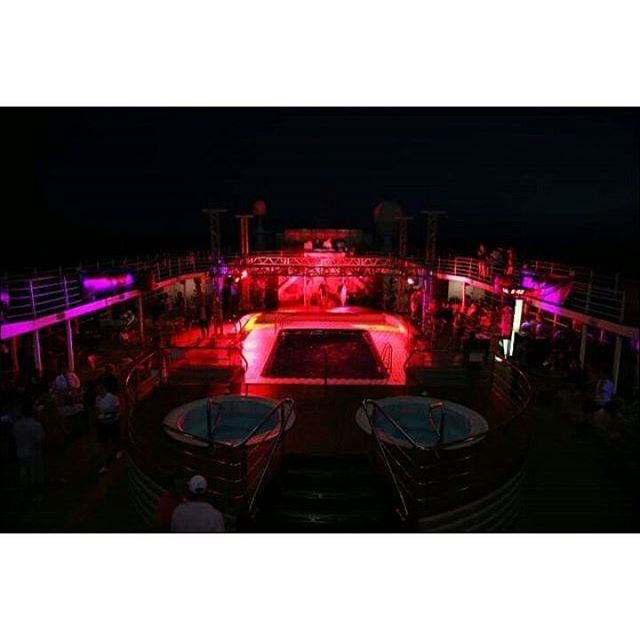 Aegean Paradise bu gece Limits Off kırmızısına bürünecek. Yola çıkmaya hazırız! #AegeanParadise #SummerFest #LimitsOff #Mykonos  #Party #Cruise #island #Greek #GreekIslands #Beach #BeachParty  #DjPete #PeteGalinas #GreekNights