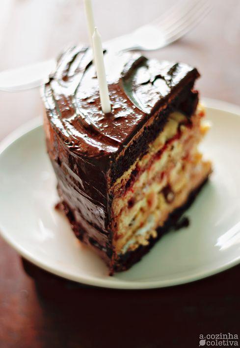 A Cozinha Coletiva: Bolo [exagerado] de aniversário, em camadas