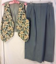 David Brooks miss/womens skirt Size 8 with Small Floral Vest 18 Inches