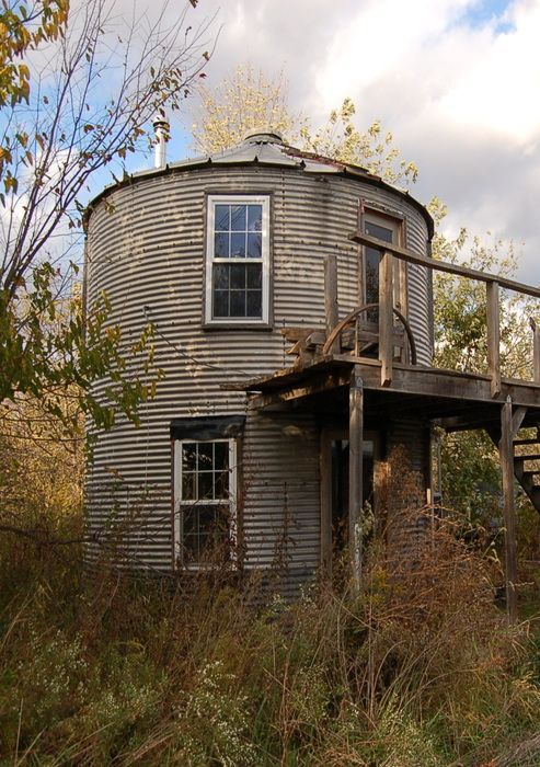 Best 25 silo house ideas on pinterest grain silo silo for Barn and silo playhouse