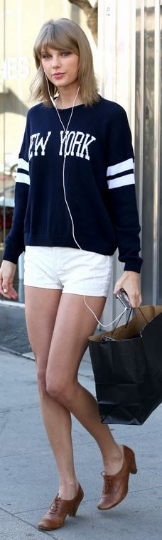 Taylor Swift's blue sweater and brown lace shoes style id