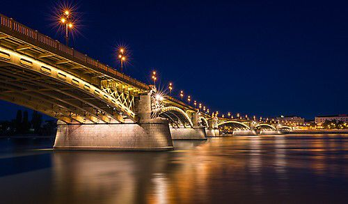 In a month I'll be heading off to Budapest for three days to photograph the city. Three sunsets and three early sunrises. Really looking forward to the trip and some great Hungarian goulash ✈️ Here is a picture of the Margaret bridge from my last trip to Budapest with my wife and daughter.