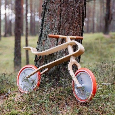 L'équipe de Brum Brum nous a fait parvenir sa création, un vélo pour apprendre aux enfants l'équilibre, avant de les faire passer sur un « vrai » vélo avec pédales.  Du même nom que ses concepteurs, Brum Brum est un vélo pour les enfants de 2 à 6 ans, son design unique et ergonomique offre stabilité et confort à celui qui le monte. Il est fabriqué en seulement quatre pièces de bouleau et de chêne offrant une suspension naturelle étonnante. Sa hauteur peut-être adaptée à l'enfant...