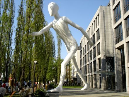 Der Walking Man in Schwabing - Walking Man Walking Man, 17 meters tall, steel inner structure with fiberglass outer shell Permanent installation, Munich Re building, Munich, Germany, 1995