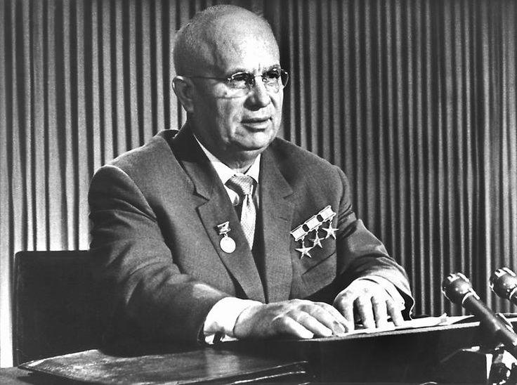 """Eine schwere politische Krise erlebt Westberlin 1958. Der sowjetische KP-Chef Nikita Chruschtschow fordert, binnen eines halben Jahres Berlin in eine entmilitarisierte """"Freie Stadt"""" umzuwandeln."""