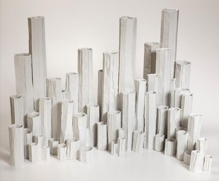 #Paola #Paronetto alla fiera parigina #Maison&#Objet ha presentato la sua nuova collezione creata grazie alla tecnica del #paper #clay, che combina l'impasto dell'#argilla a #carta sbriciolata o particelle di fibre vegetali.