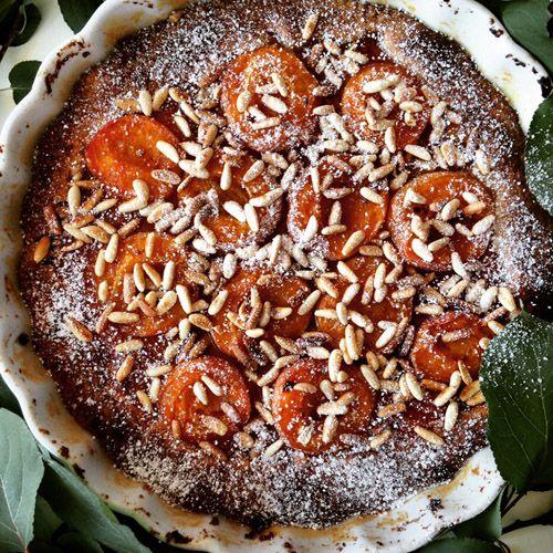 crostata-albicocche-pinoli-teglia